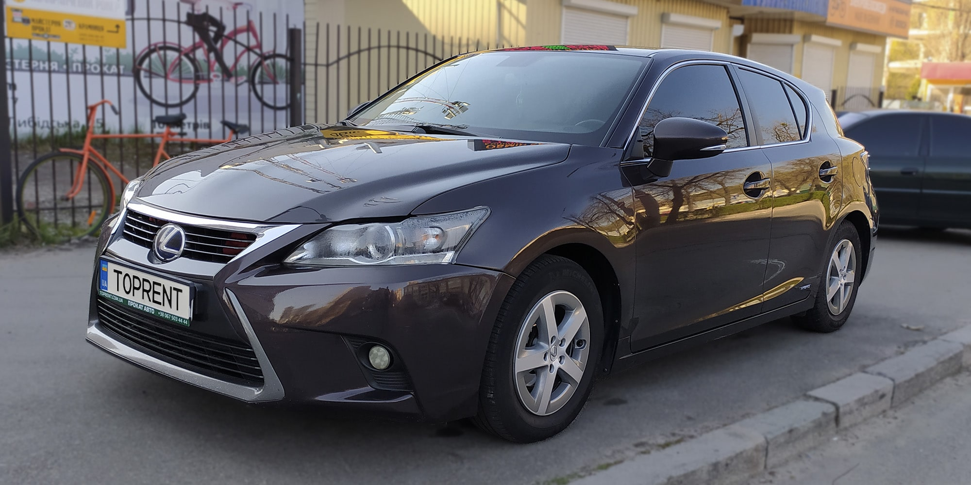 Lexus-CT200h-hybrid-TopRent.ua-2
