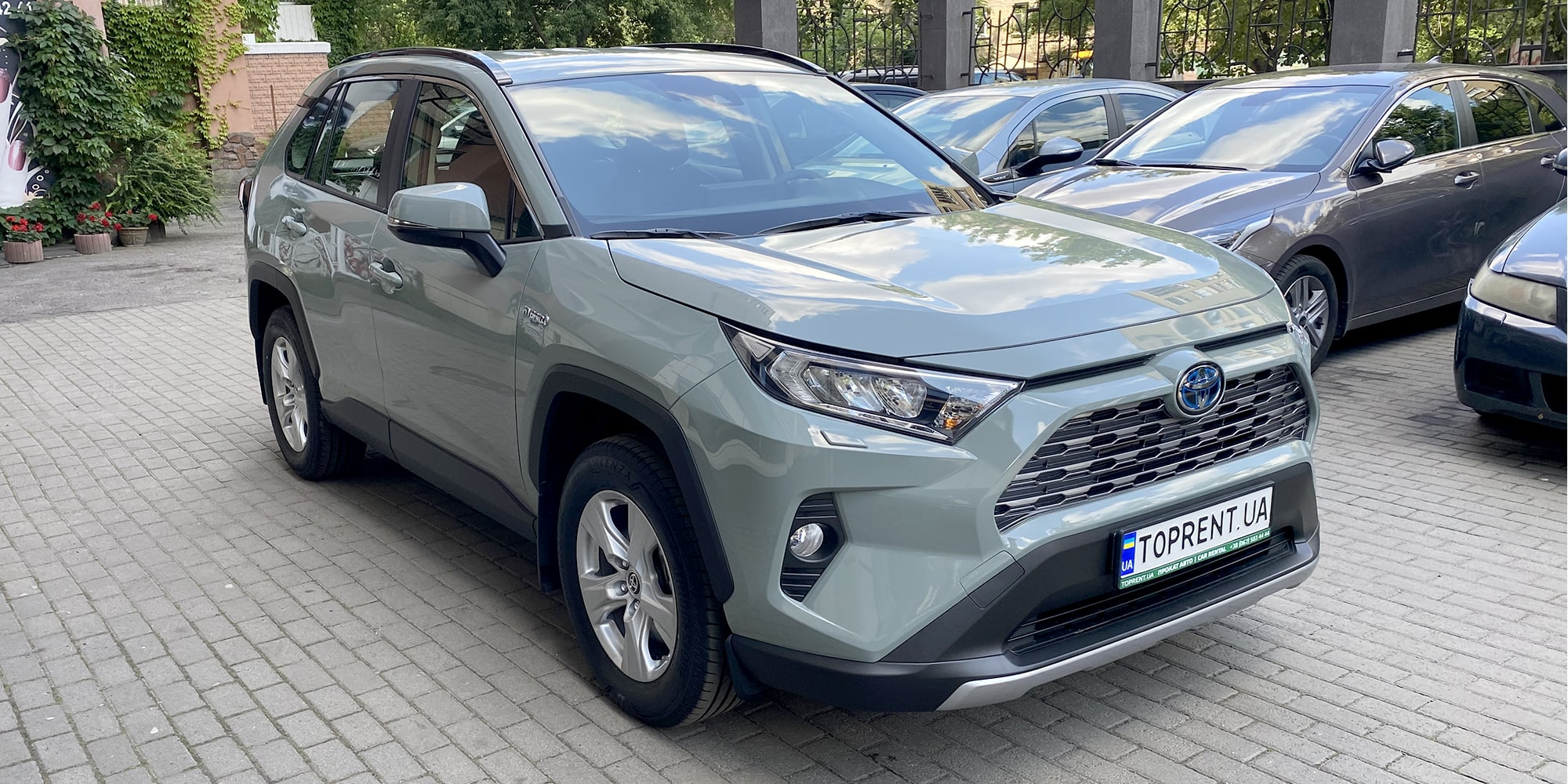 Прокат и аренда авто Toyota RAV4 hybrid 2021 - фото 2 | TOPrent.ua